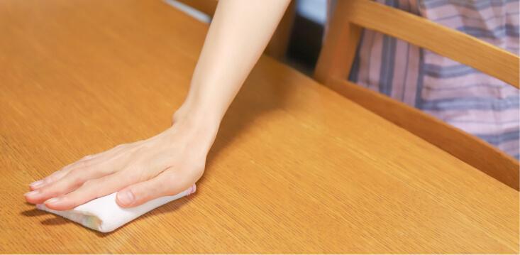 ドアノブや机などの拭き掃除